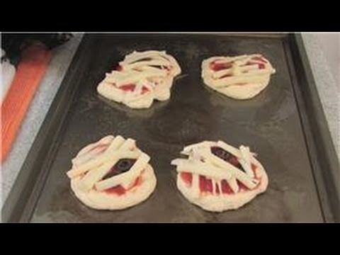 Halloween Recipe: How To Make Mini Mummy Pizzas