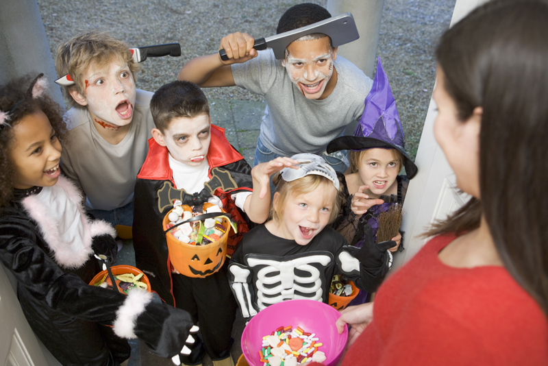 How To Keep Your Kids Safe This Halloween